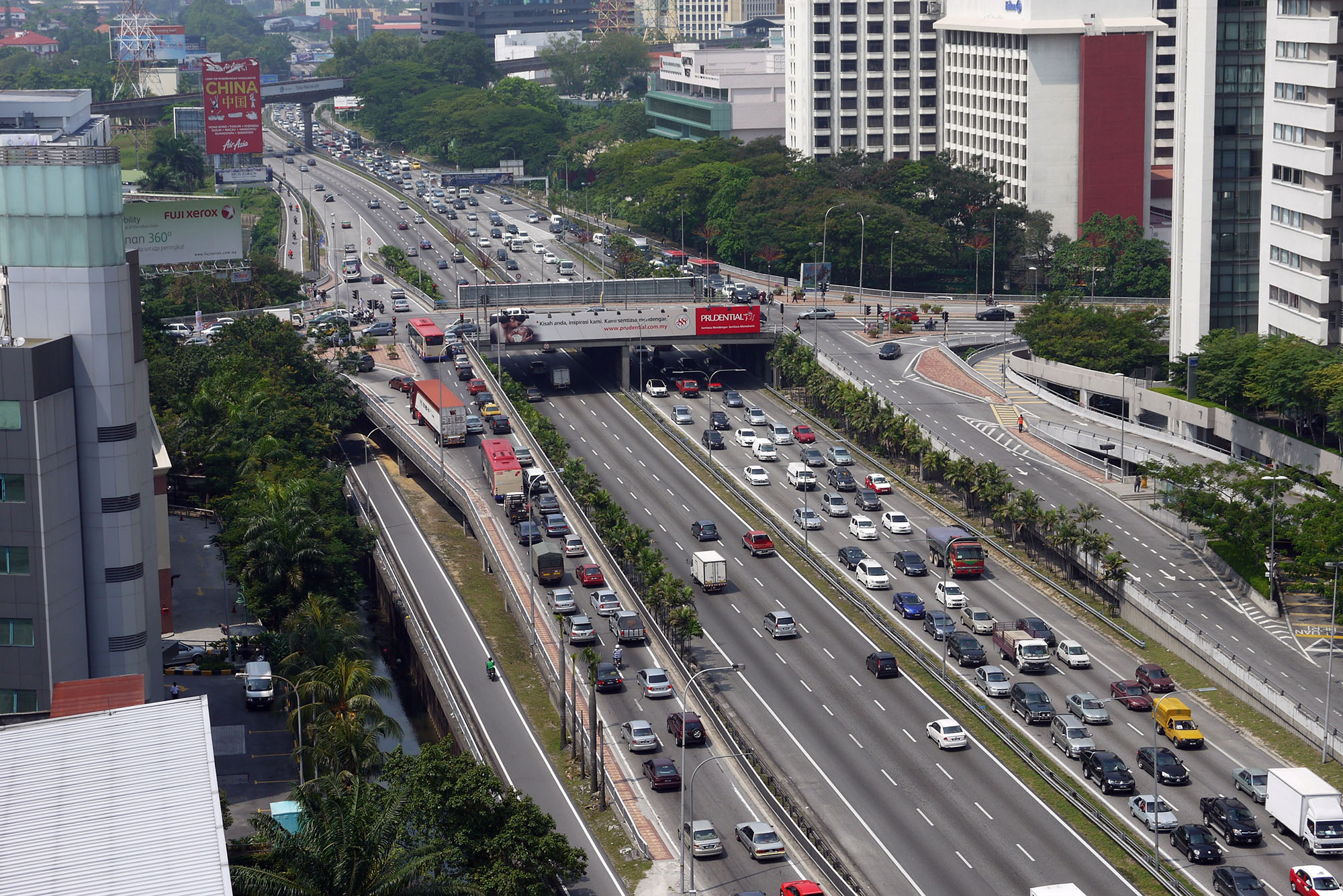 Fig. 21.5 Photo of the existing federal highway in Kuala Lumpur, Malaysia
